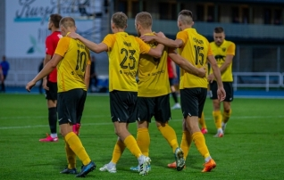 VAATA JÄRELE: Vaprus võitis ja Tammeka duubli üleminutite tabamus aitas nad Premium liigasse