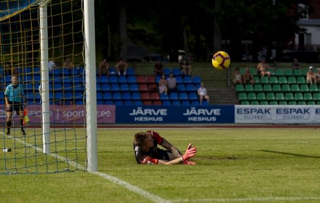 Karl-Romet Nõmm tõrjus küll Andrei Sidorenkovi penalti, ent sellest jäi Tulevikule väheks. Foto: Liisi Troska / jalgpall.ee