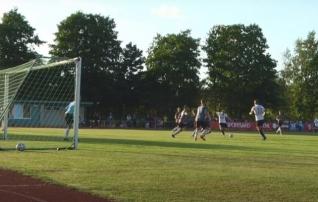 VAATA JÄRELE: Keila sai seitsme väravaga põnevusmängus südist Hiiumaast raskustega jagu