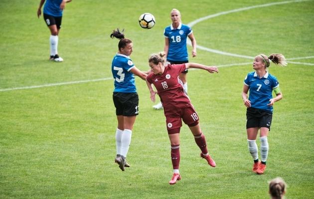 Naiste koondise mängu eel anti üle jalgpalligeeniuse tiitel. Foto: Hendrik Osula