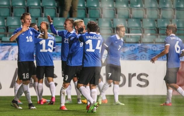 Eesti koondis rõõmustamas 2015. aastal Gruusiale löödud värava üle. Foto: Jana Pipar / jalgpall.ee
