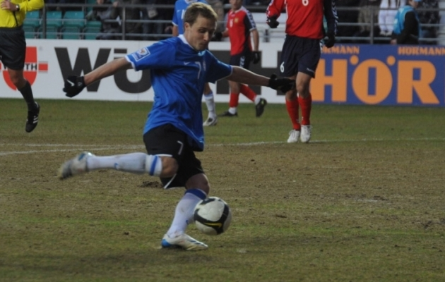 Sander Puri lööb Eesti võiduvärava 2009. aasta MM-valikmängus. Foto: Heiki Rebane