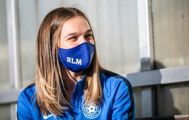 Renate-Ly Mehevets Soccernet.ee-le intervjuud andmas. Foto: Brit Maria Tael