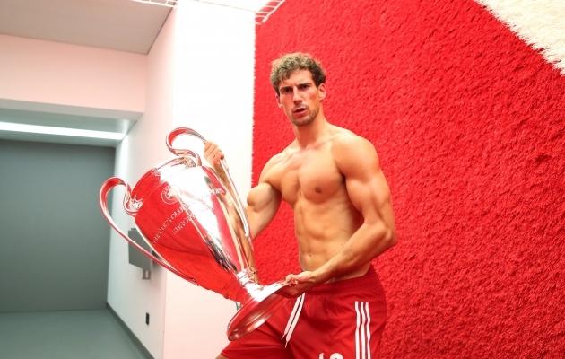 Leon Goretzka ja karikas. Kes tahab proovida, võib ju üritada neid Bayerni käest lahti kangutada ... FOTO: Bayern / Twitter