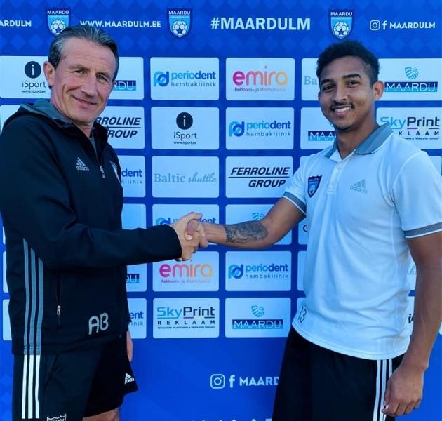 Lucas de Sousa ja Maardu peatreener Algimantas Briaunys. Foto: Maardu Linnameeskonna Facebook