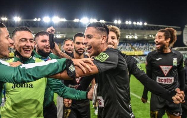 Floriana meeskond tähistab Euroopa liiga teises eelringis eelmisel neljapäeval võõrsil Põhja-Iirimaa klubi Linfieldi üle saavutatud võitu. Foto: Floriana FC Facebook