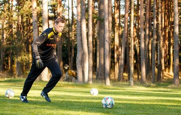 Mart Poom üritab Nõmme Unitedis kasvatada enda kogemuste varal uusi tippjalgpallureid. Foto: Oliver Tsupsman