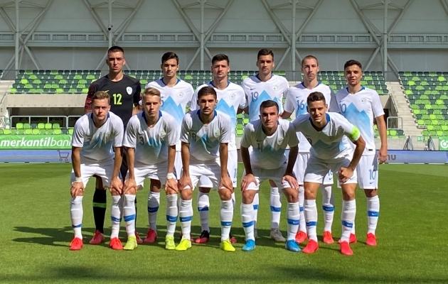 Sloveenia noortekoondis enne mängu Ungariga. Foto: nzs.si
