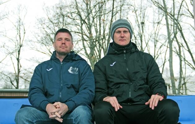 Tuleviku uus ja vana peatreener - vasakul Jaanus Reitel ja paremal Sander Post, kes töötab nüüd klubis spordidirektorina. Foto: Viljandi JK Tulevik