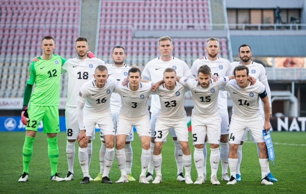 Eesti jalgpallikoondis enne Rahvuste liiga mängu Põhja-Makedooniaga, kus saadud 1:2 kaotus tähendas alagrupi viimast kohta. Foto: Jana Pipar / jalgpall.ee