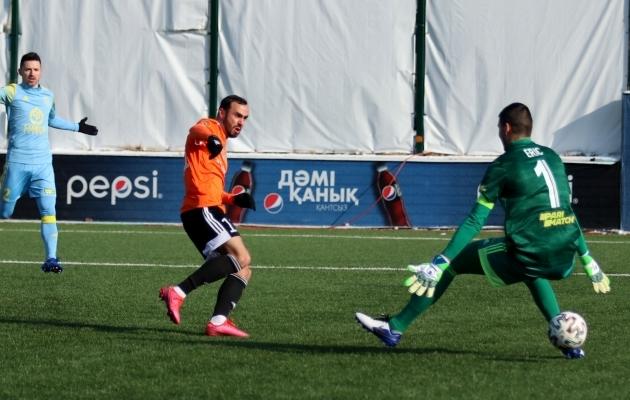 Zenjov palli võrku saatmas. Foto: Šahtjori VK