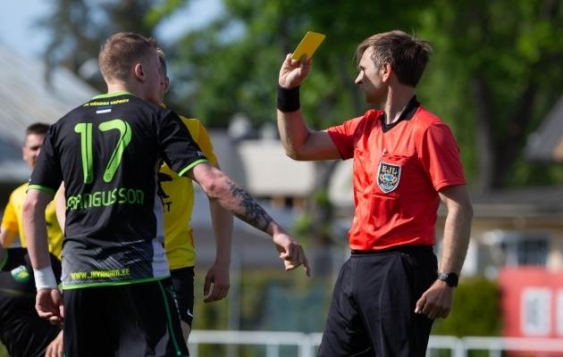 Eesti jalgpallikohtunik esitas maskisaates 5MIINUSE hittlaulu!