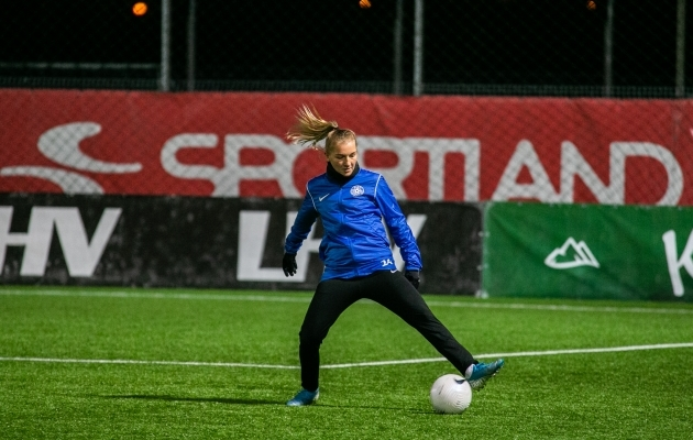Lisette Tammik tegi mängueelse trenni kaasa. Foto: Brit Maria Tael