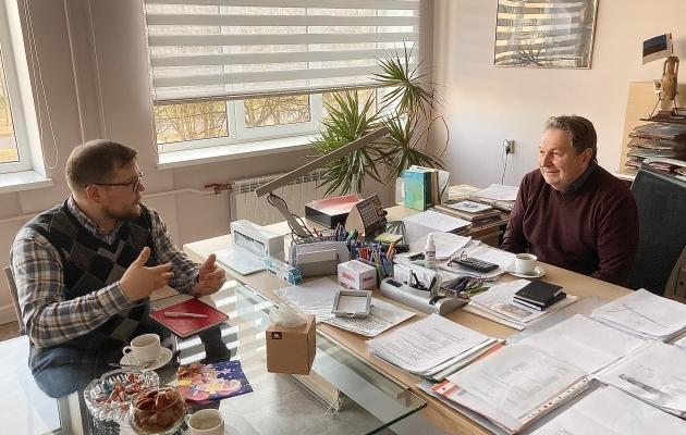 Nikolai Burdakov andis Soccernet.ee-le intervjuu kolmapäeva hommikul oma kabinetis. Foto: Soccernet.ee
