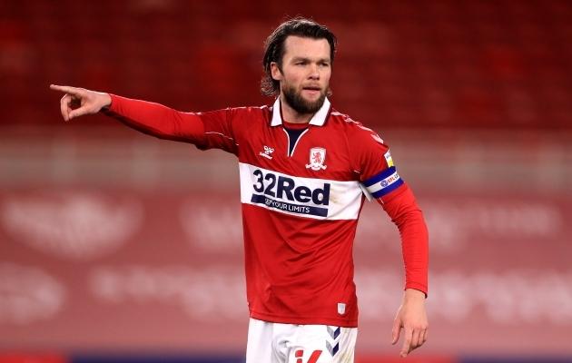 Inglismaa esiliigas mängiva Middlesbrough kapten Jonny Howson. Middlesbrough on üks 17 esiliigaklubist, kelle särgil kihlveofirma logo. Foto: Scanpix / Mike Egerton / PA Wire