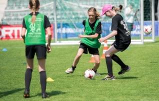 Tütarlapsed peavad uuel hooajal kohtumisi viies vanuseklassis