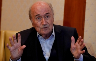 FIFA ekspresident Blatter maadleb haiglas tervisemuredega