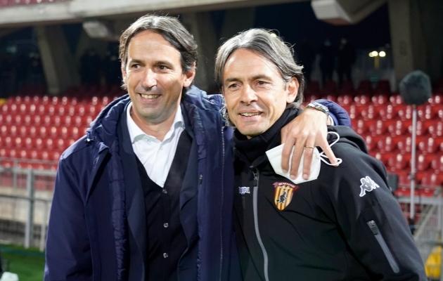 Simone ja Filippo Inzaghi: alati õlg õla kõrval, seekord vastamisi, aga ikka sõbralikult viigis. Foto: Scanpix / EPA / Mario Taddeo