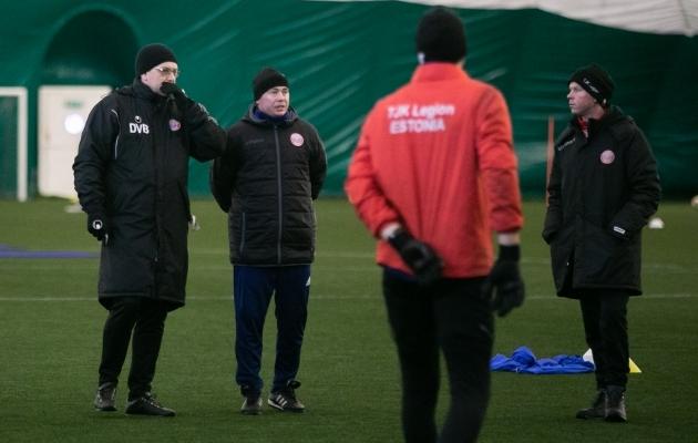 Deniss Belov (vasakul) koos Sergei Terehhoviga jalgpalliasja arutamas. Foto: Brit Maria Tael
