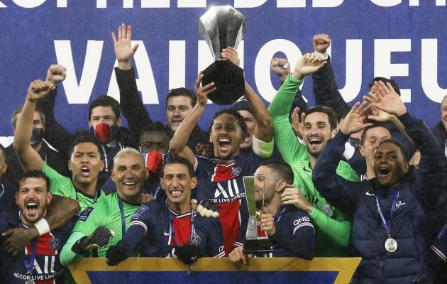 PSG auhinnakappi rändas järjekordne trofee. Foto: Scanpix / Reuters / Pascal Rossignol