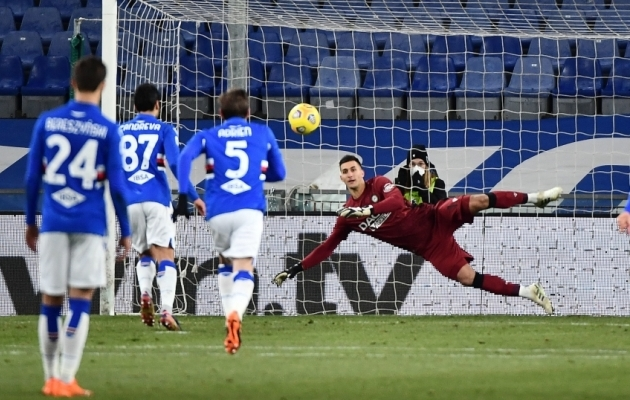 Nii lendas väravasse Antonio Candreva Panenka-penalti. Foto: Scanpix / Luca Zennaro / EPA