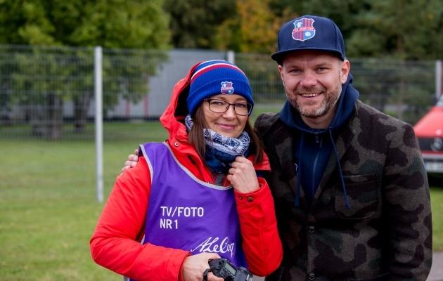 Maarja Trauss ja klubi president Veiko Veskimäe. Foto: Paide Linnameeskonna Facebook
