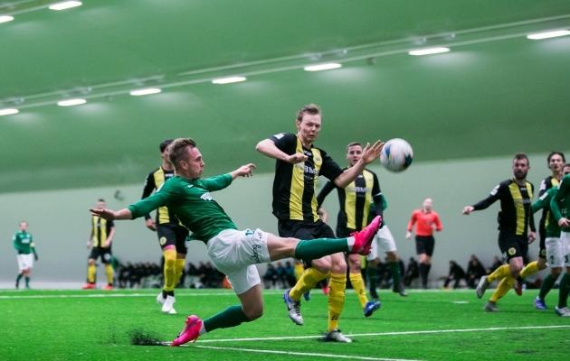 Eelmise hooaja eel proovis Flora ettevalmistuse käigus Rootsi klubi Hammarby tugevust.Koroonapandeemia on aga välisklubidega kontrollmängude kokkuleppimist märgatavalt raskendanud. Foto: Brit Maria Tael