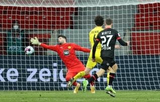 Eksimused kaitseliinis nullisid Bürki superpartii ja Dortmund kaotas lähirivaalile