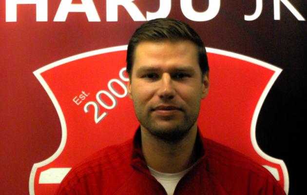 Eelmisel kahel aastal Soome kõrgliigas mängiva Honka abitreenerina töötanud Lauri Nuuma toimetab nüüd Harjus. Foto: harjujk.ee