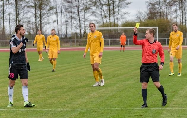 Kuressaare mäng ja kollane kaart: peaaegu nagu sünonüümid! Foto: Allan Mehik