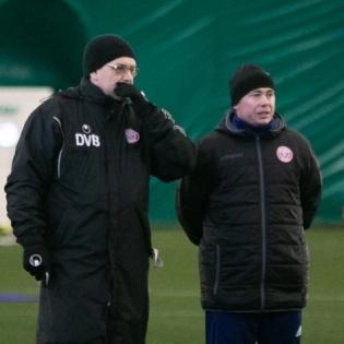 Tallinna Legioni peatreener Denis Belov ja abitreener Sergei Terehhov. Foto: Liisi Troska / jalgpall.ee