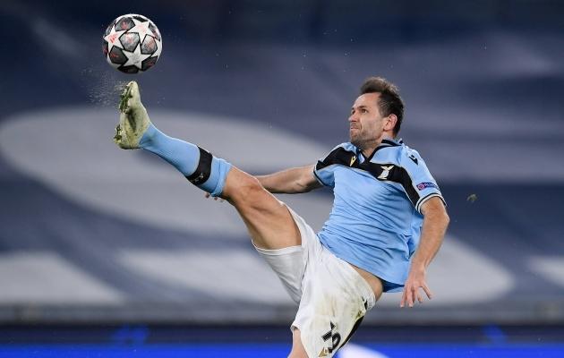 Täna õhtul ei pea Lazio mees Adam Marušic selliseid trikke tegema, sest on ette teada, et vastane väljakule ei ilmu. Foto: Scanpix / Imago images / Ulmer