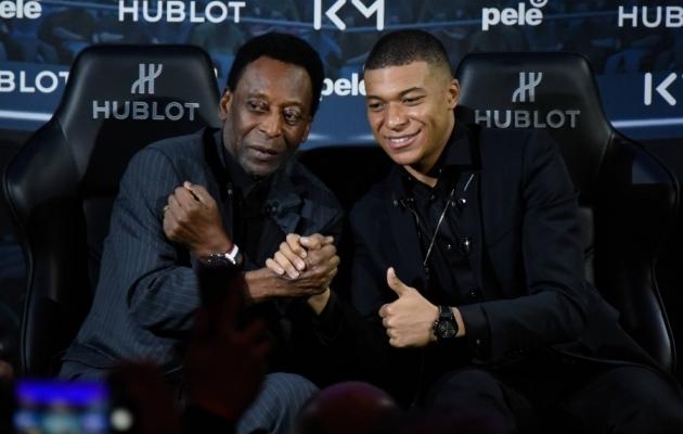 Kaks aastat tagasi said Pele (vasakul) ja Kylian Mbappe omavahel kokku. Foto: Scanpix / Federico Pestellini / PanoramiC via Imago Images