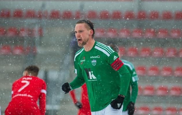 Brent Lepistu lõi värava ja sai peavigastuse. Foto: Jana Pipar / jalgpall.ee