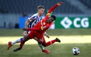 Karm hoop: eurosarja ihkav Leverkusen kaotas eelviimasele  (Freiburg kerkis kaheksandaks)