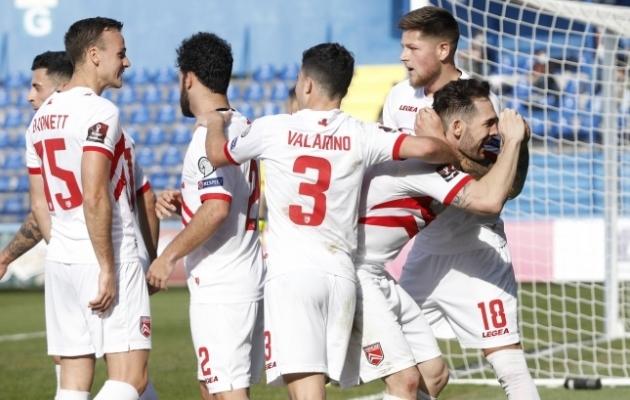 Gibraltari meeskond rõõmustamas oma esimese värava üle käimasolevas MM-valiksarjas. 1:4 kaotusest Montenegrole see tabamus neid siiski ei päästnud. Foto: Scanpix / Reuters / Stevo Vasiljevic