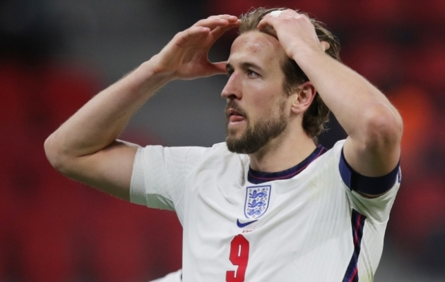 Pool tööd juba tehtud! Nägu, mida teha, kui Inglismaa valikgrupis kahe parema seast välja jääb, on meeskonna kaptenil Harry Kane'il kenasti selge! Foto: Scanpix / Reuters / Florion Goga