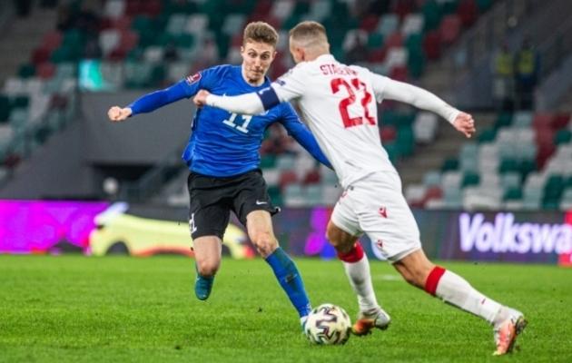 Vahetusest sekkunud Karl Rudolf Õigus teenis mängus Valgevenega kiirelt kaks kollast kaarti ja arvulisse vähemusse jäämise järel sai 2:2 seisust 2:4 kaotus. Foto: Jana Pipar / jalgpall.ee