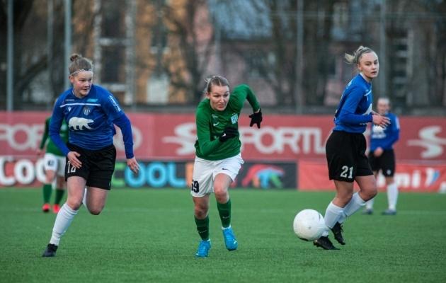 Lisette Tammik (keskel) Superkarikafinaalis Tallinna Kalevi vastu. Foto: Jana Pipar / jalgpall.ee