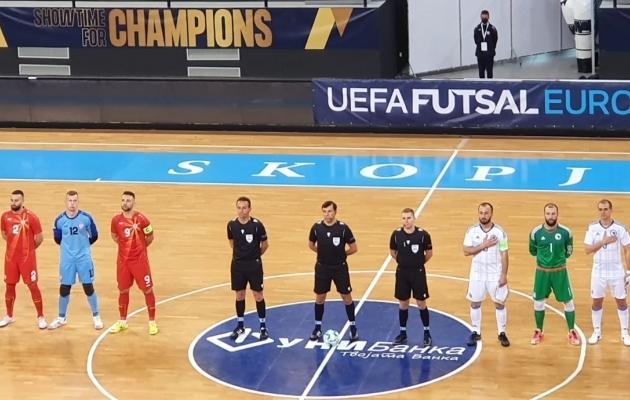 Jagnar Jakobson (kohtunikest parempoolne) aitas õigust mõista EM-valikmängus. Foto: jalgpall.ee