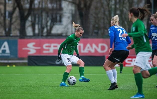 Lisette Tammik palliga. Foto: Jana Pipar / jalgpall.ee