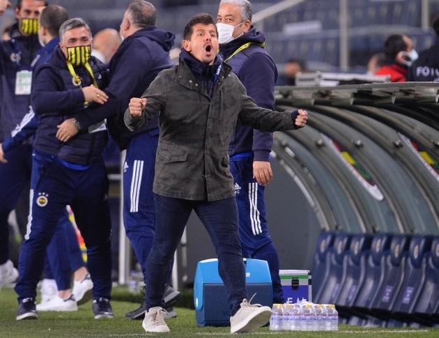 Emre Beolözoglu pidi kiirelt mängijaameti treeneritöö vastu vahetama, aga algus on hea. Foto: Scanpix / Imago images / Seskim photo