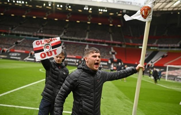 Fännid on pääsenud Old Traffordile. Foto: Scanpix / Oli Scarff / AFP