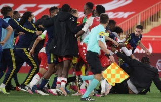 Monaco ja Lyoni lahing pakkus viis väravat ja viis punast kaarti