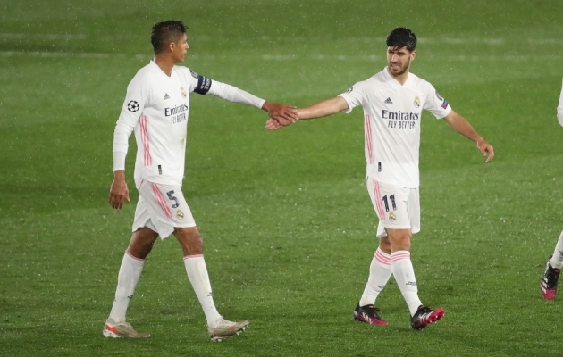 Raphael Varane (vasakul) sai avamängus kanda ka kaptenipaela. Foto: Scanpix / Indira / Zumapress