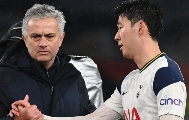 Jose Mourinho ja Heung-Min Son. Foto: Scanpix / Neil Hall / Pool / AFP