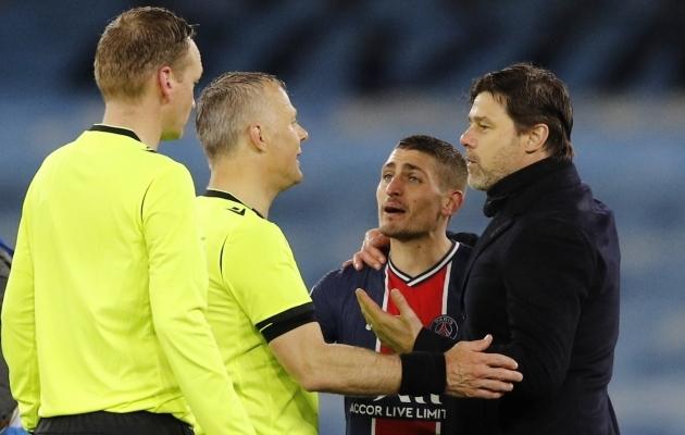 Lõpuvile kõlades läks Marco Verratti kohtunikult Björn Kuipersilt õigust nõudma ja PSG peatreener Mauricio Pochettino pidi teda talitsema. Foto: Scanpix / Reuters / Phil Noble