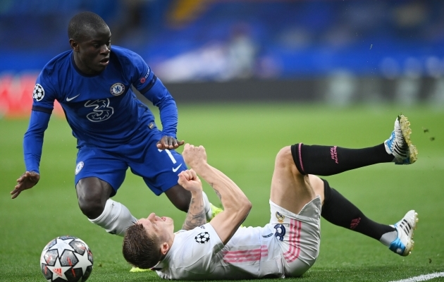 Sümboolne hetk: N'Golo Kante paneb selili Toni Kroosi ja Chelsea teeb sama Real Madridiga. Foto: Scanpix / Reuters / Toby Melville