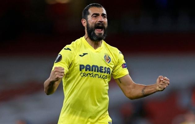 Villarreali kogenud keskkaitsja Raul Albiol juubeldab - nad on Euroopa liiga finaalis! Foto: Scanpix / AFP / Adrian Dennis