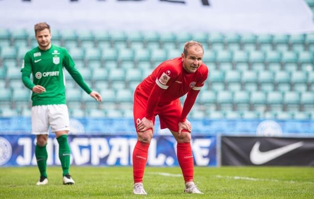 Nikita Andrejev sai järjest võimalusi ja muudkui raiskas neid. Taamal luuravale Rauno Sappinenile piisas ühest šansist. Foto: Jana Pipar / jalgpall.ee